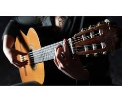 Ищу любителей играть на гитаре. Я люблю петь)